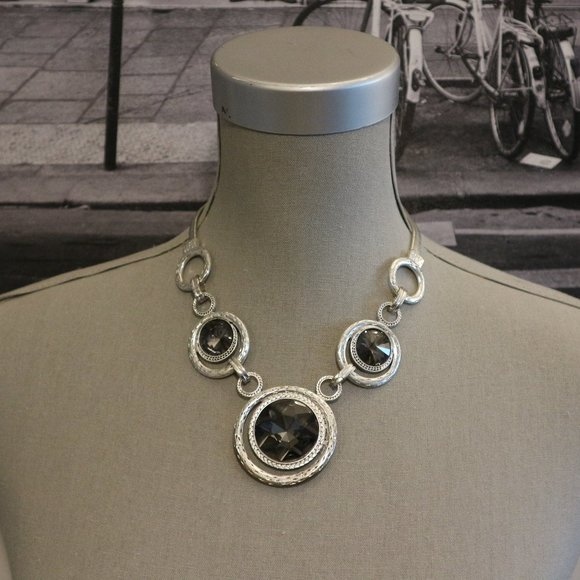 SALE! 🔥 Oversized Jewels Statement Necklace